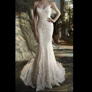 Blue by Enzoani Wedding dress size 4